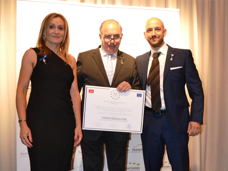 Rotulosvalencia.com recibe la Medalla de oro al Mérito en el Trabajo AEDEEC